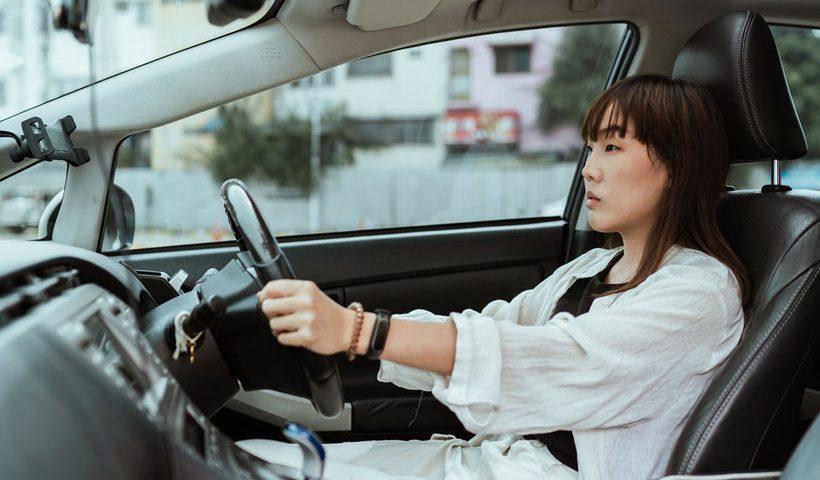 Ilustrasi Wanita Berkendara